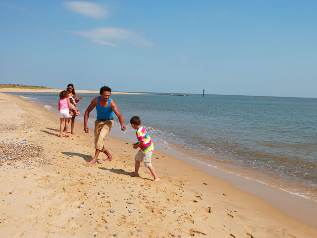 Haven-Caister-family-on-beach_4